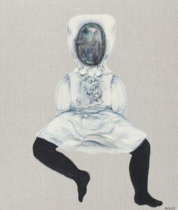 Lalka 12 - Magdalena Cybulska - czarna postać w białej sukience i czepku