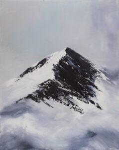 My blueberry mountains (2021) - Yuliya Stratovich - ośnieżony pejzaż górski z mgłą u stóp