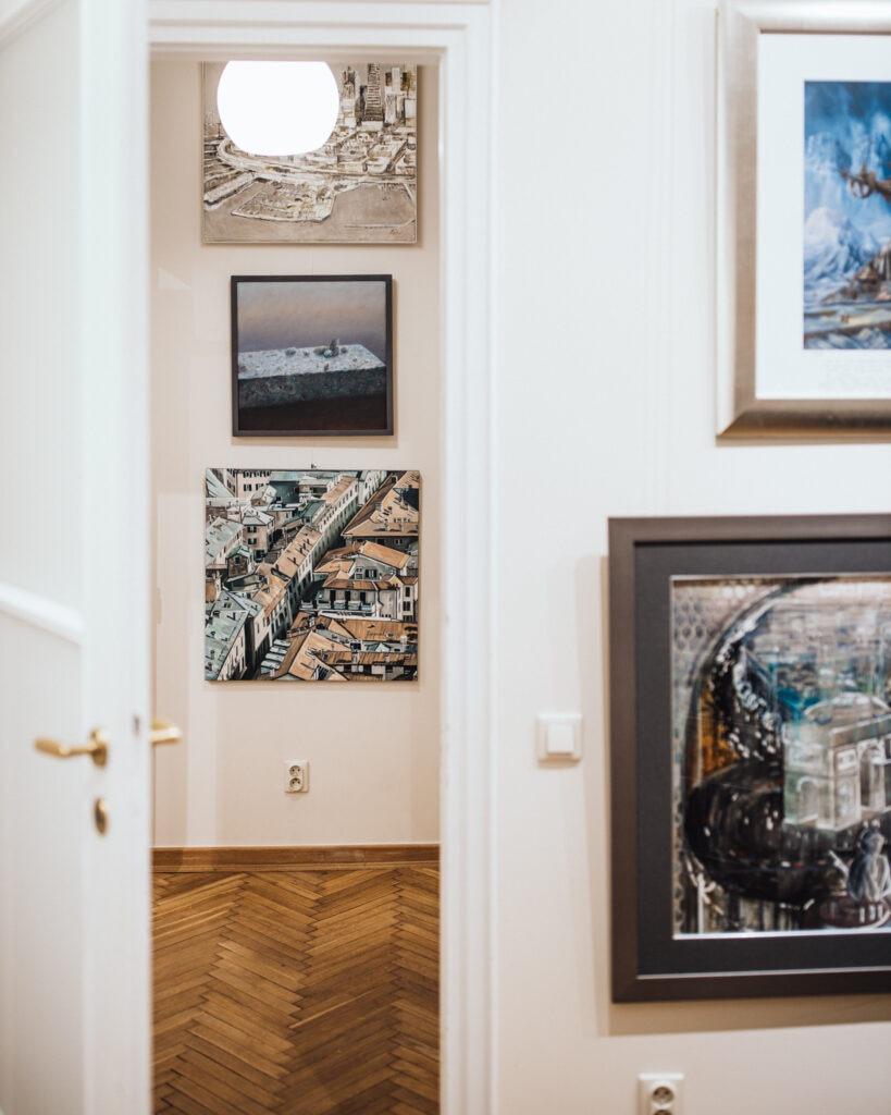 Wnętrze galerii sztuki