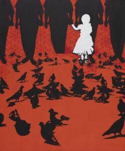 echo - Justyna dorzak - czarno czerwono biały obraz, na czerwonym tle czarne postacie - ptaki, gołębie i ludzie, pośród nich cała na biało mała dziewczynka
