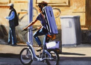 aria na strunie G - Marcin Kędzierski - kobieta jadąca na rowerze miejskim z torbą na plecach