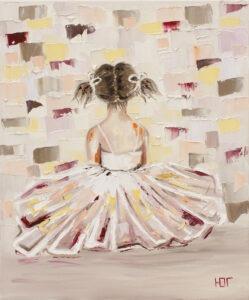 skromne początki - Yulia gunrzhiyants - mała dziewczynka siedząca tyłem, rozmyte tło
