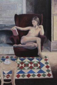 myszka - maciej kempiński - akt kobiecy, młoda naga kobieta siedząca na fotelu z książką, dywan w geometryczne wzory, stolik, filiżanka