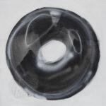 Pola Piestrzeniewicz - Gest K1 (2021) - abstrakcyjny obraz z czarnym kołem na białym tle