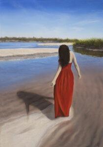Ewelina Wasilewska - Patrząc w swoje odbicie, 2021 - kobieta w czerwonej sukni na plaży realistyczny obraz