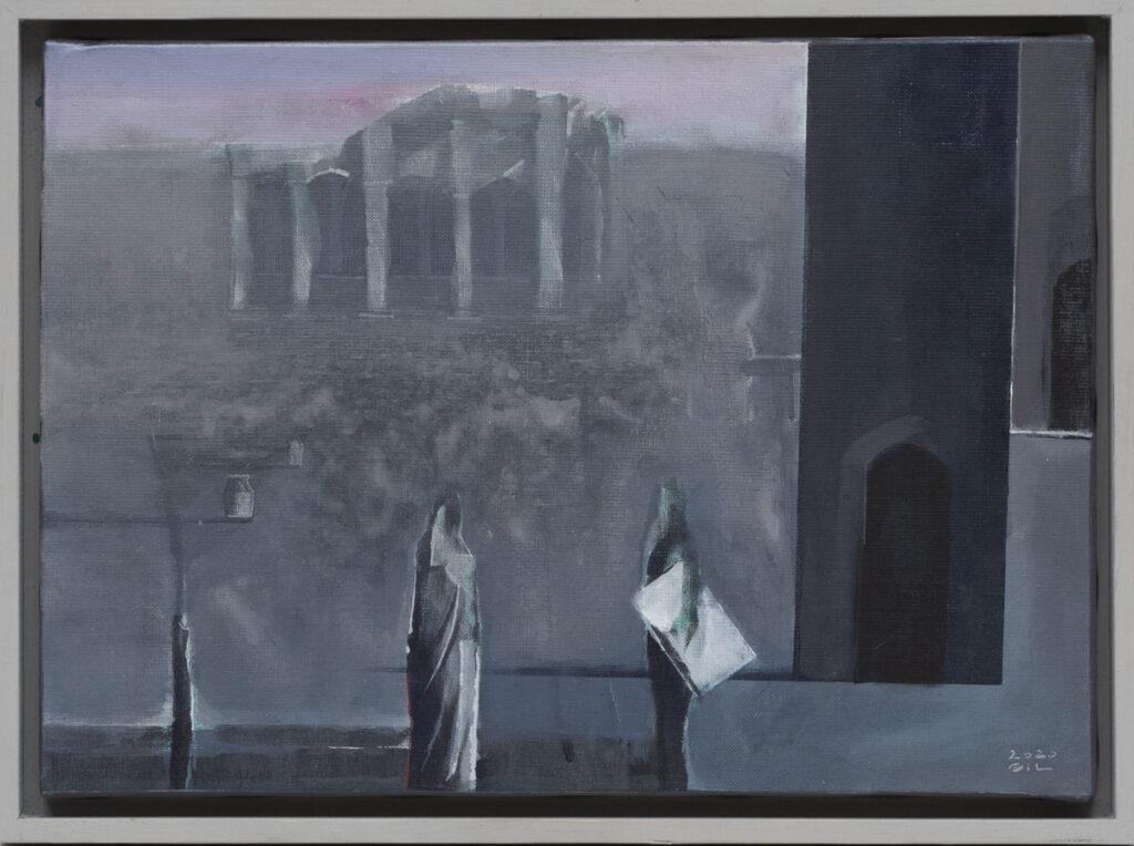 Łukasz Gil - Rozmowa II, 2020 - nastrojowy obraz w szarościach z dwiema postaciami na tle architektury